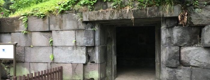 江戸城 石室 is one of 東京散策♪.