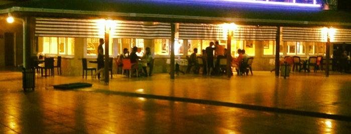 Havuz Cafe is one of Locais curtidos por Cemal.