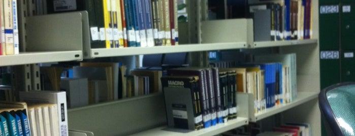 Biblioteca Universitária / UDESC is one of Tainá 님이 좋아한 장소.