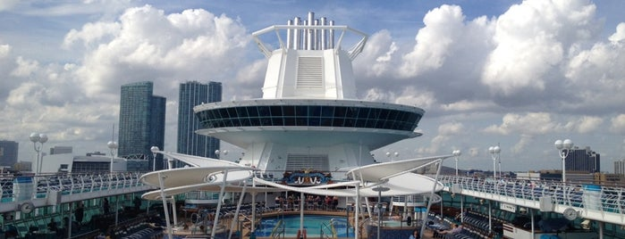 Royal Caribbean Majesty of the Seas is one of Locais curtidos por Jen.