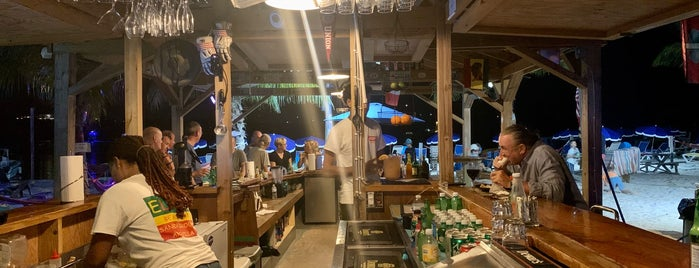 Elvis' Beach Bar is one of Gさんの保存済みスポット.