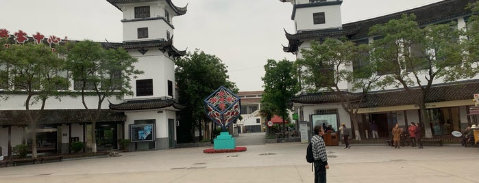Zhouzhuang Ancient Town is one of Jocelynさんのお気に入りスポット.