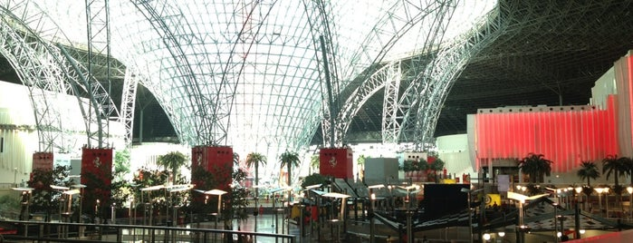 Ferrari World Abu Dhabi is one of Pelin : понравившиеся места.
