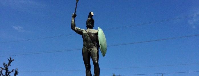 Μνημείο Λεωνίδα is one of Before the Earth swallows me....
