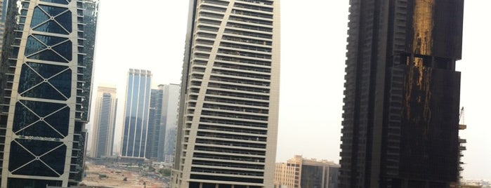 Jumeirah Lakes Towers / أبراج بحيرات جميرا is one of Orte, die Lina gefallen.