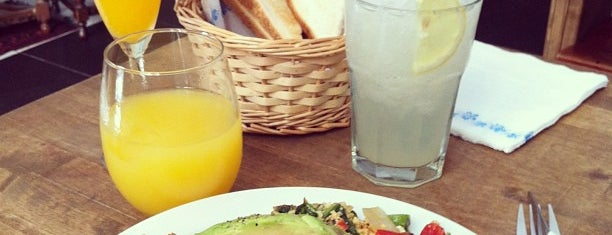 Avenue bar is one of Barcelona's Brunches (TimeOut).