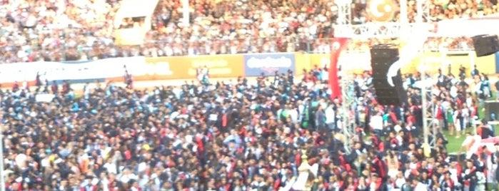 Çanakkale 18 Mart Stadı is one of สถานที่ที่ Gizem ถูกใจ.