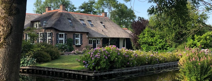 Kloostersteeg is one of Giethoorn.