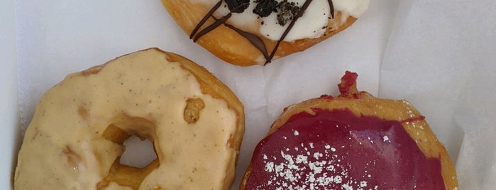 Habit Doughnut Dispensary is one of Elleさんのお気に入りスポット.