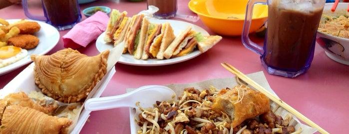 Restoran Blue Sky 藍天茶餐室 is one of Lieux qui ont plu à See Lok.