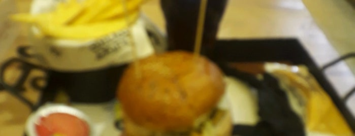 Burger Make is one of Erdemさんのお気に入りスポット.