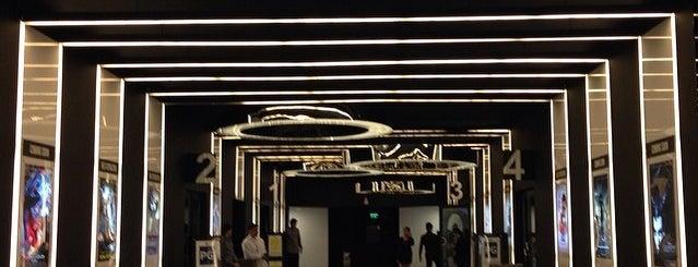 Century City Cinemas is one of Mischa'nın Beğendiği Mekanlar.