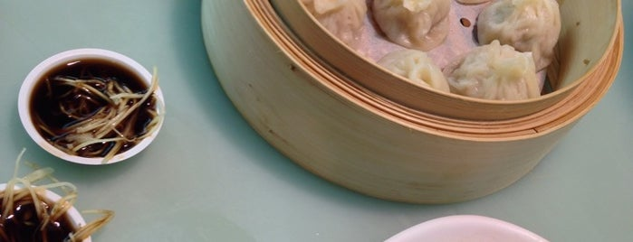 ShangHai La Mian Xiao Long Bao 上海拉面小茏包 is one of Locais salvos de Markus.
