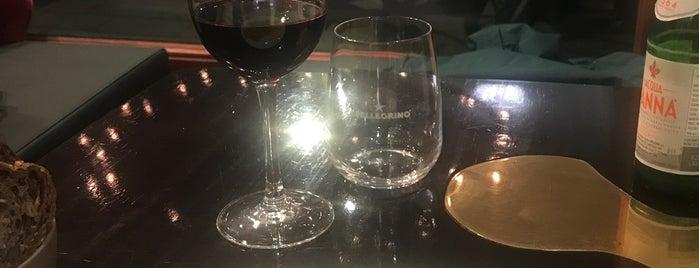 BOZAR Café Victor is one of Posti che sono piaciuti a Anthony.
