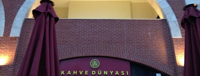 Kahve Dünyası is one of Tempat yang Disukai Özge Kızal.