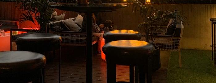 Rooftop at QT is one of Posti che sono piaciuti a Matthew.