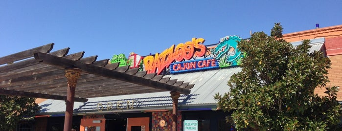 Razzoo's Cajun Cafe is one of Locais curtidos por Chris.