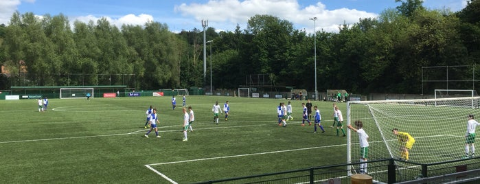 Whyteleafe Fc is one of Locais curtidos por Carl.