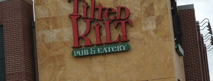 Tilted Kilt Fayetteville is one of Lugares favoritos de Guillermo.