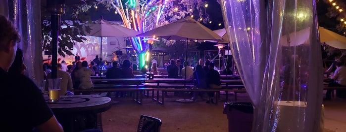 Axelrad Beer Garden is one of Locais salvos de Whit.