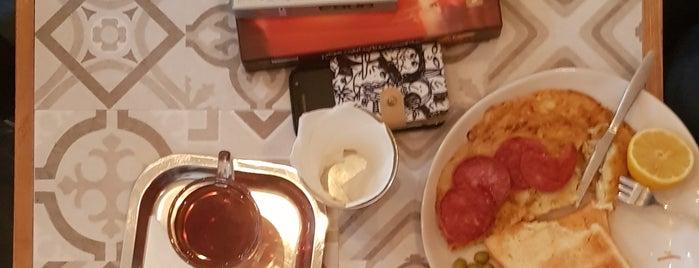 Pasio Café | کافه پاسیو is one of Rozhin'in Kaydettiği Mekanlar.