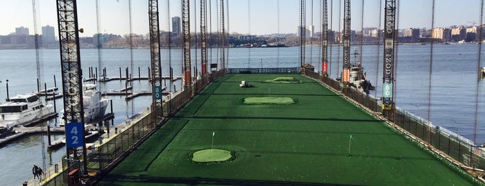 The Golf Club at Chelsea Piers is one of Locais curtidos por R.