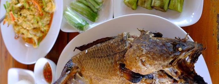 ร้านปลาเผาเขาตอง is one of Orte, die Chaimongkol gefallen.