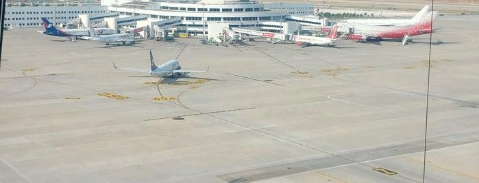 Flughafen Antalya International Terminal 2 is one of Orte, die Cengiz gefallen.