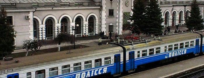 Залiзничний вокзал «Рiвне» is one of Locais curtidos por Сергей.