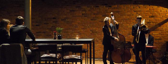 Dram Whisky Explorers Bar is one of Locais curtidos por Przemek.