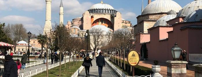 Ayasofya Muzesi Santiyesi is one of Стамбул ну наконец-то!.