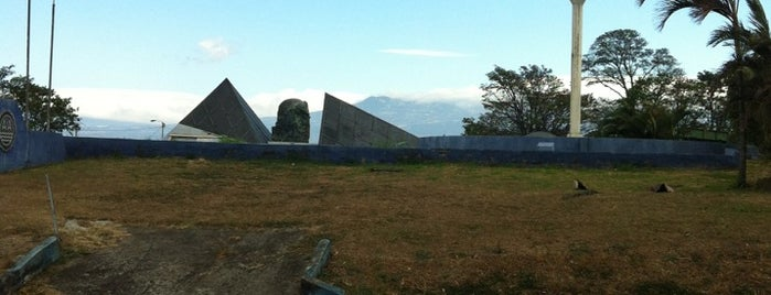 Monumento al Agua is one of Tempat yang Disukai Roberto.
