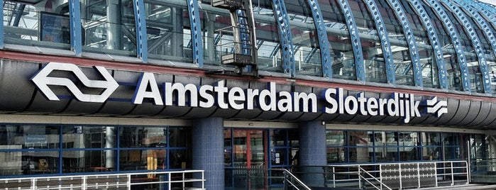 Station Amsterdam Sloterdijk is one of Posti che sono piaciuti a Tero.