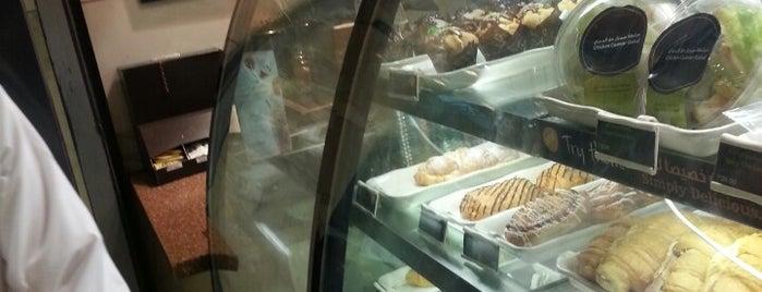 Starbucks is one of Tempat yang Disukai Amal.