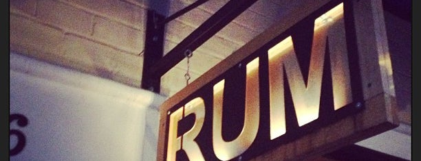 Rum Bar at The Breadfruit is one of Locais curtidos por Mindy.