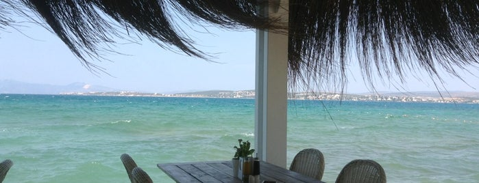 Ilıca Hotel Beach is one of Bengi : понравившиеся места.