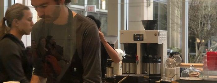 Blue Bottle Coffee is one of Tempat yang Disukai Al.