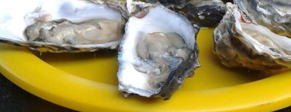Oysters R Us is one of Lugares favoritos de LDJ.