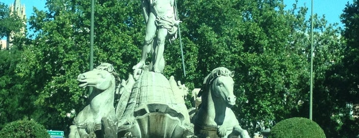 Fuente de Neptuno is one of Locais curtidos por Armando.