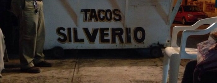Tacos Silverio is one of สถานที่ที่ Armando ถูกใจ.
