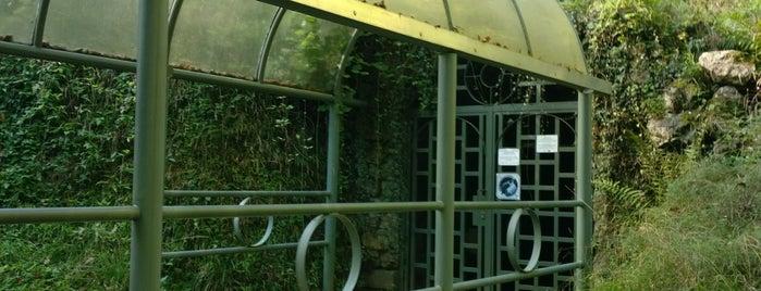 Grottes de Comblain is one of Uitstap idee.