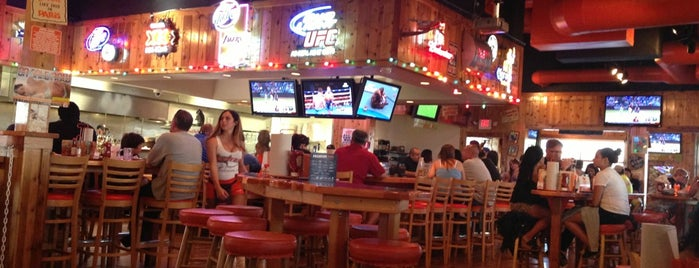 Hooters is one of riverside-bars.