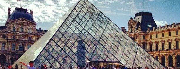 루브르 박물관 is one of Paris.