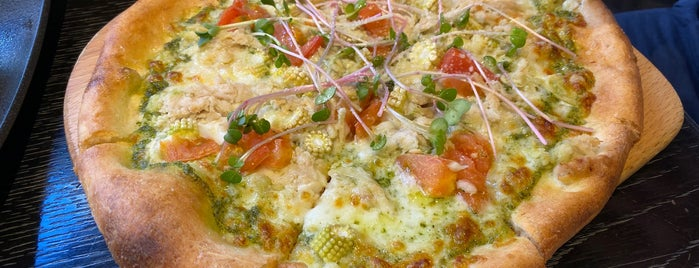 WOLFGANG PUCK PIZZA BAR is one of Posti che sono piaciuti a Shank.