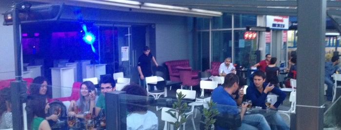 First Point Cafe Bistro Restaurant is one of Locais curtidos por Eray.
