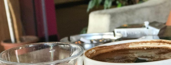 Coffee Caramel is one of สถานที่ที่ Ferhat ถูกใจ.