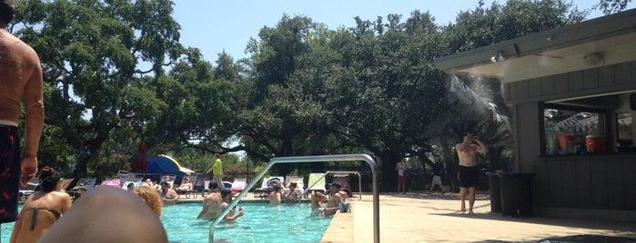 Village CC Pool is one of Orte, die Nik gefallen.