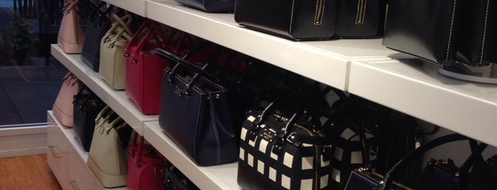 kate spade new york is one of Lieux qui ont plu à M..