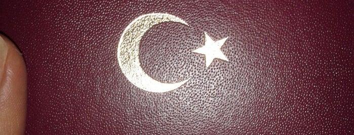 Atatürk Hava Alanı is one of Tempat yang Disukai Metin.