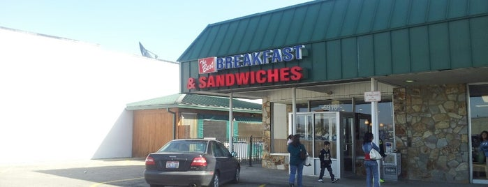 The Best Breakfast & Sandwiches is one of Lugares favoritos de Kyle.